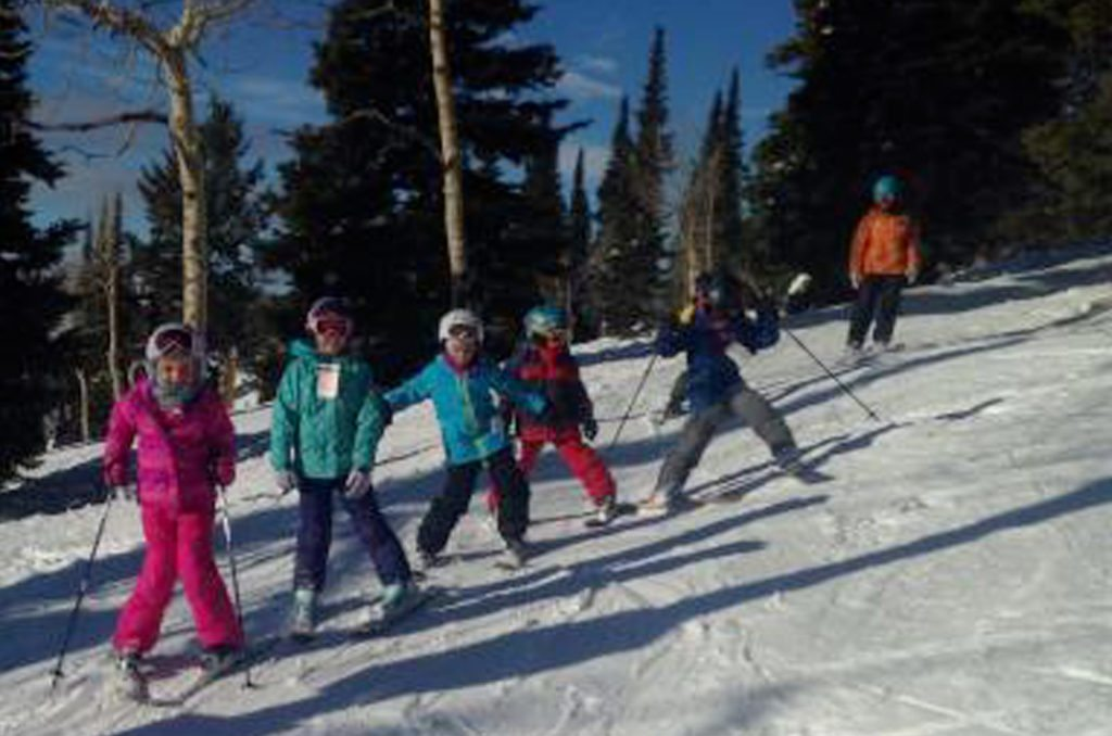 kids enjoying ski school